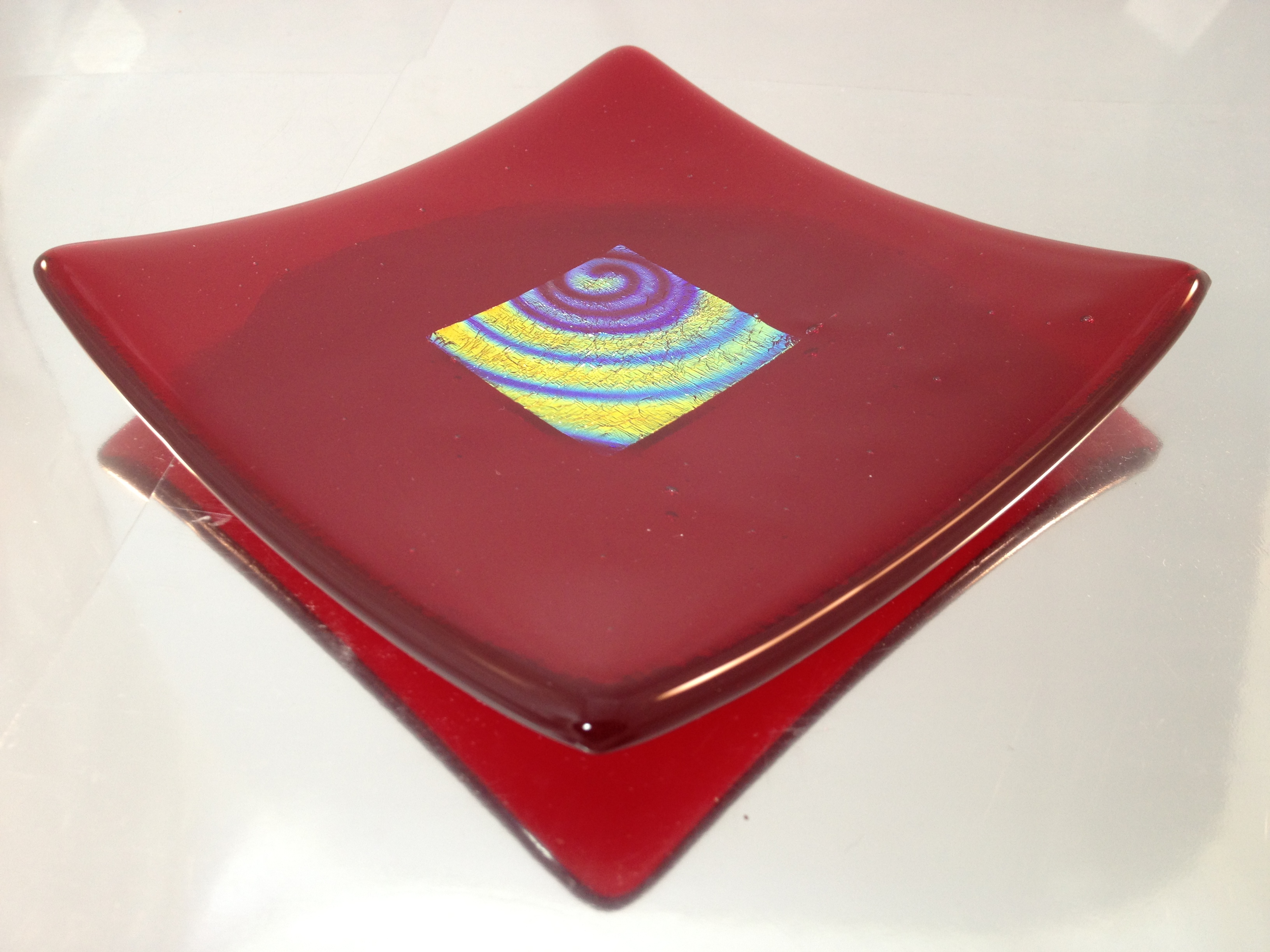 dichroic glass plate